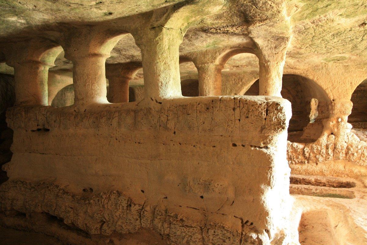 Grotta_delle_Trabacche_interno_1_imm_in_evid